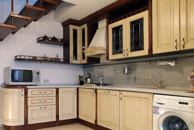 Кухня угловая с классическим дизайном