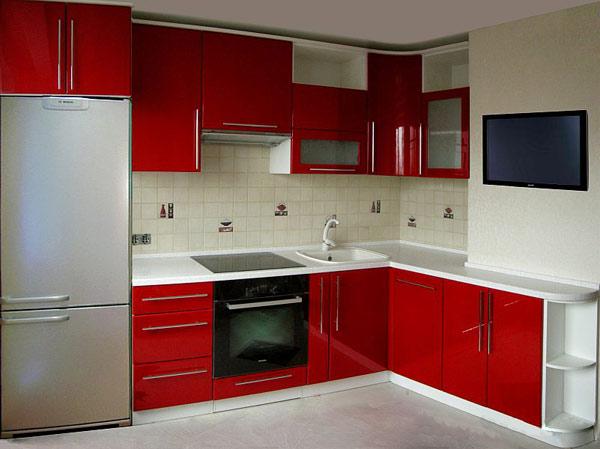 Кухня угловая с красным фасадом