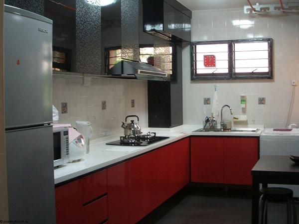 Кухня угловая с красно-черным фасадом