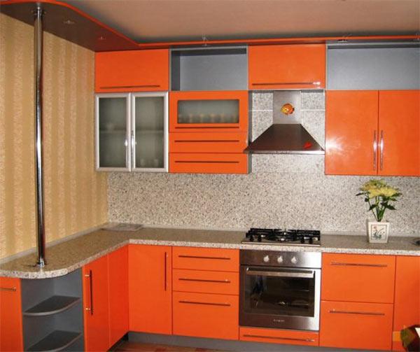 Кухня угловая с оранжевым фасадом