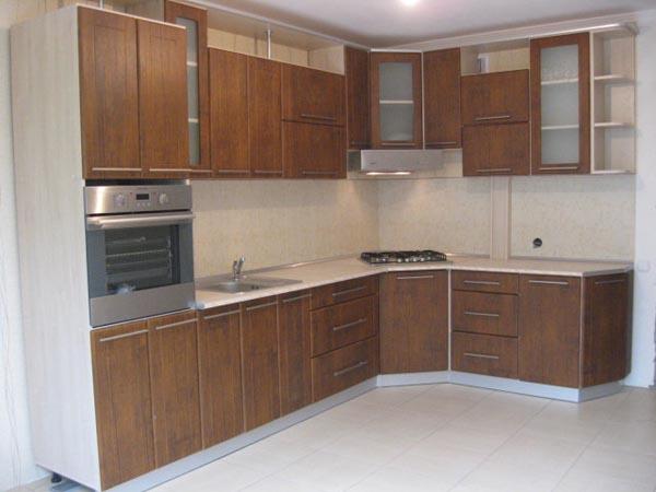 Кухня угловая с отделкой под древесную текстуру