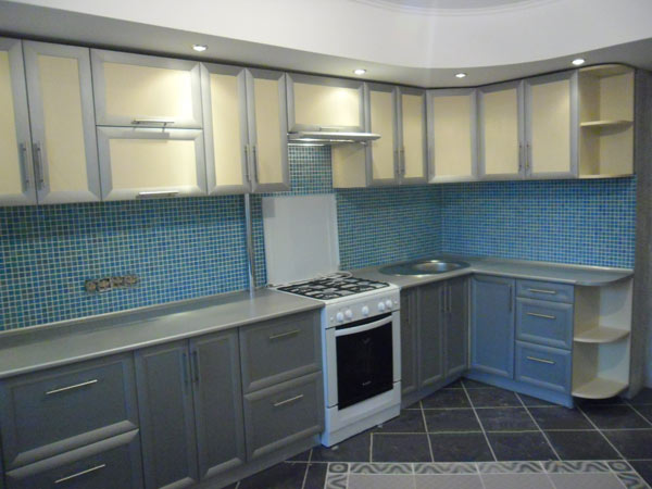 Кухня угловая с открытыми полками