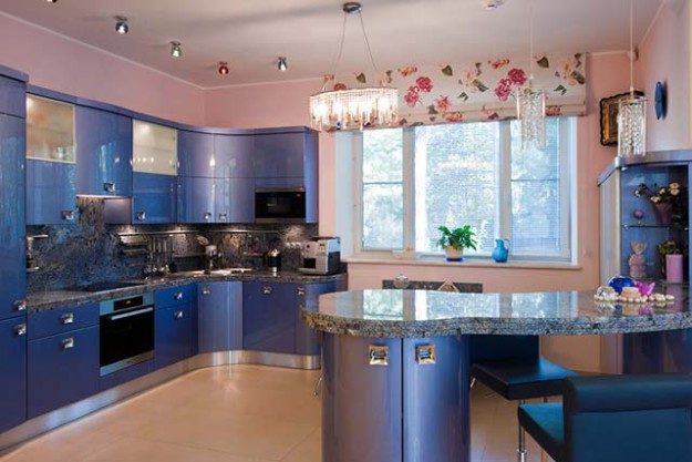 Кухня угловая с перламутровым покрытием
