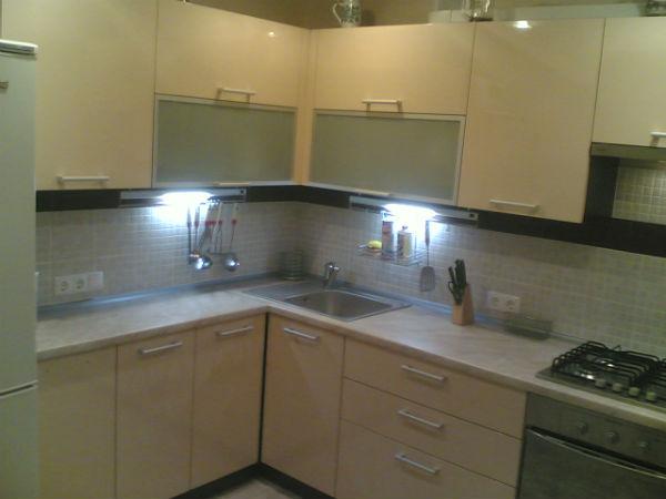 Кухня угловая с подсветкой