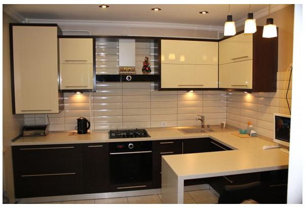 Кухня угловая с подсветкой и барной стойкой
