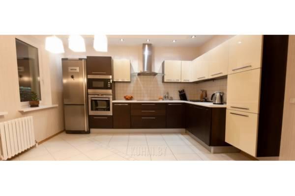 Кухня угловая с подвесным шкафом