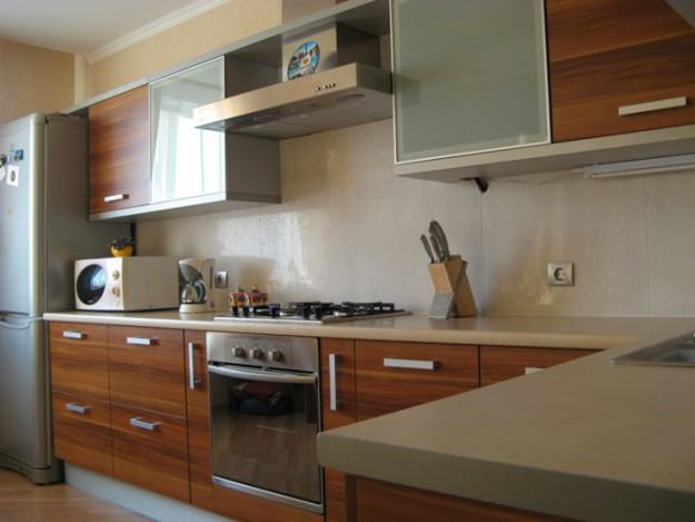 Кухня угловая с подвесными шкафами