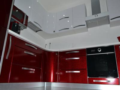 Кухня угловая с радиусными элементами