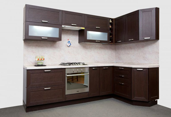 Кухня угловая с рамочными фасадами