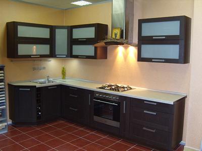 Кухня угловая с широкими шкафами