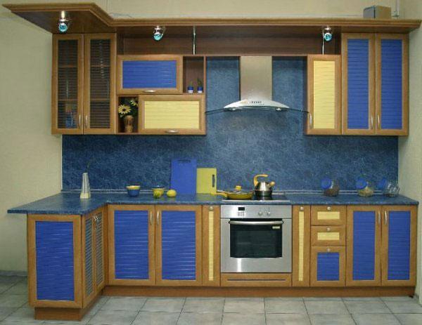 Кухня угловая с синими фасадами