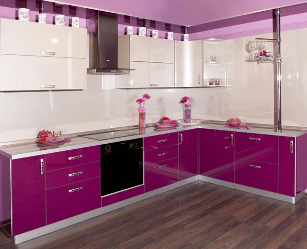 Кухня угловая с ярким дизайном