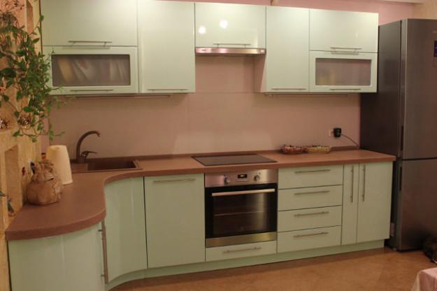 Кухня угловая с закругленной боковиной