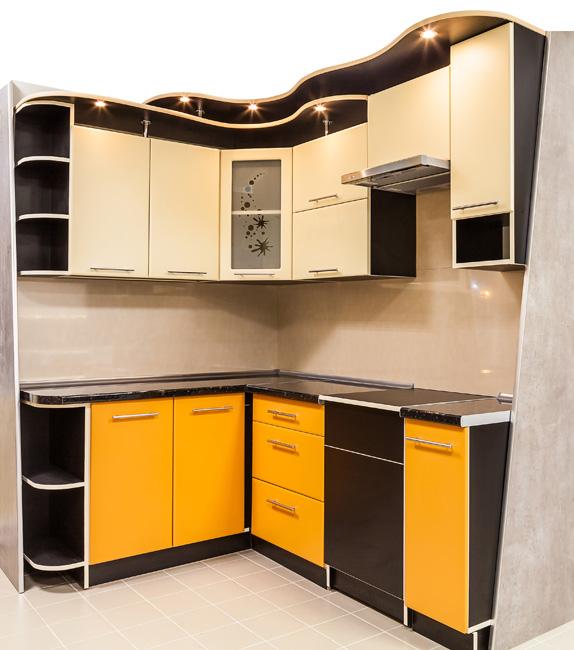 Кухня угловая с желтыми вставками