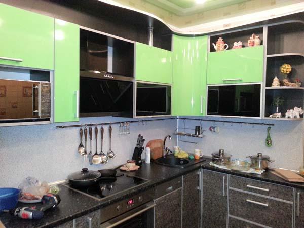 Кухня угловая салатовый глянец