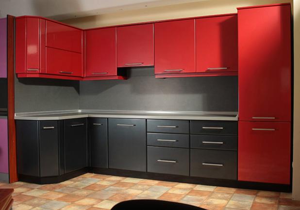 Кухня угловая серо-красная