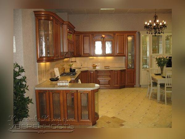 Кухня угловая широкая со стеклянными вставками