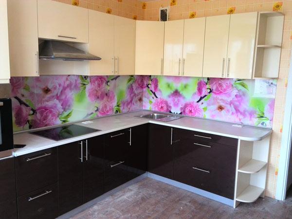 Кухня угловая со скинали