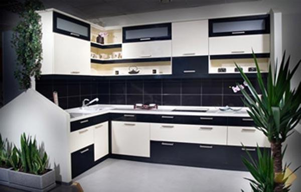Кухня угловая темно-светлая