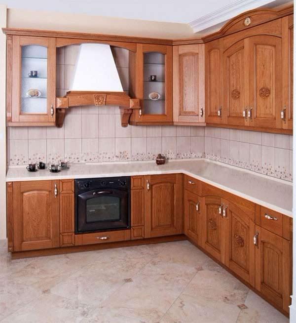 Кухня угловая в теплых тонах
