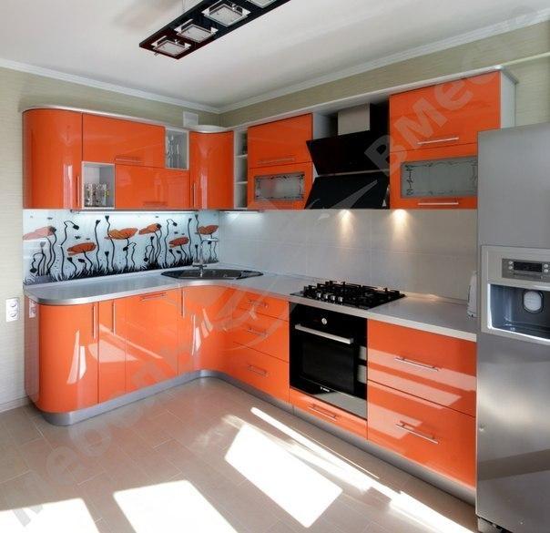 Кухня угловая яркая