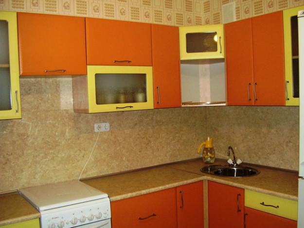 Кухня угловая желто-оранжевая