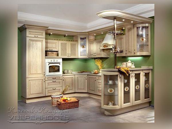 Кухня в светлых тонах с подсветкой
