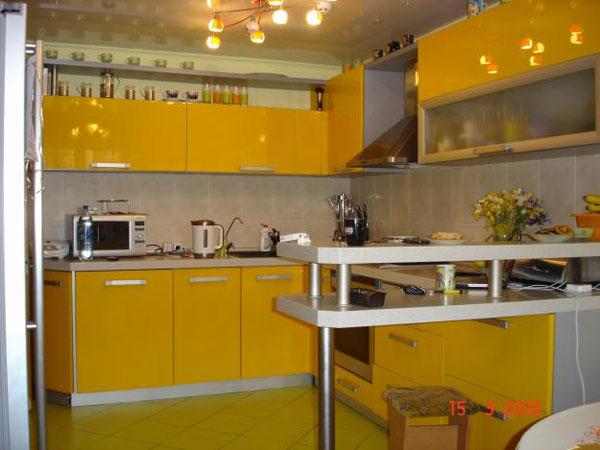 Кухня желтая угловая