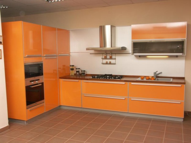 Кухонный комплект оранжевый
