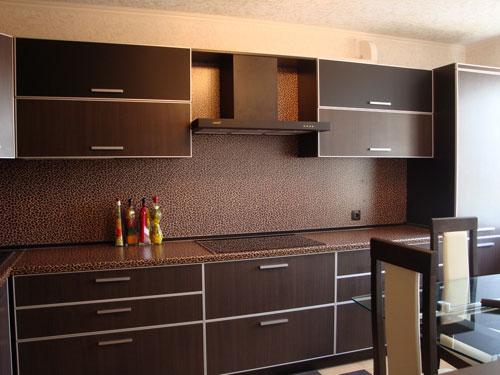 Кухонный линейный гарнитур