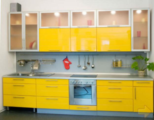Линейная кухня небольшая желтая