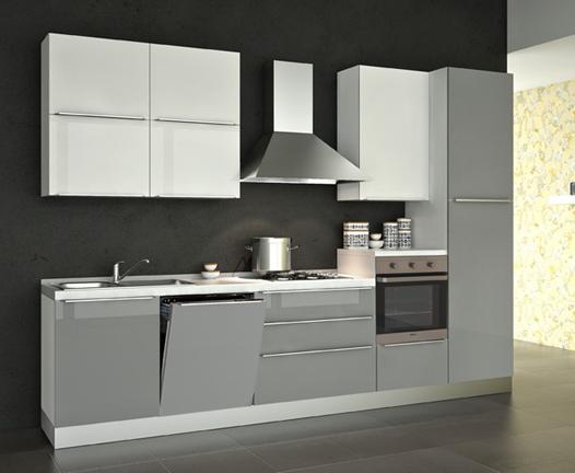 Линейная кухня с бело-серыми фасадами