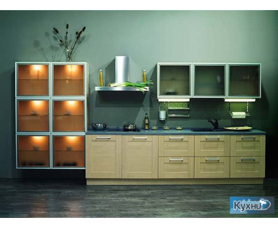 Линейная кухня со стеклянными элементами