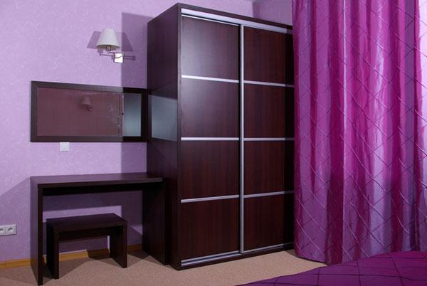 Линейный шкаф-купе темно-коричневый