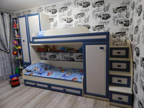 Мебель для детской в бело-голубых тонах