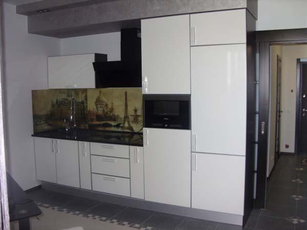 Набор мебели с глянцевым фасадом для кухни