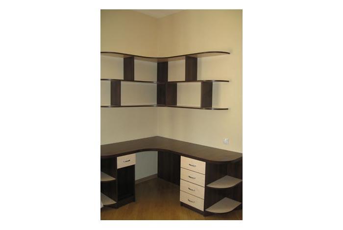 Набор офисной мебели с навесными полками