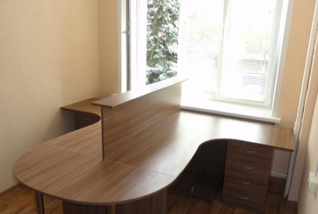 Набор офисной мебели с высокой перегородкой