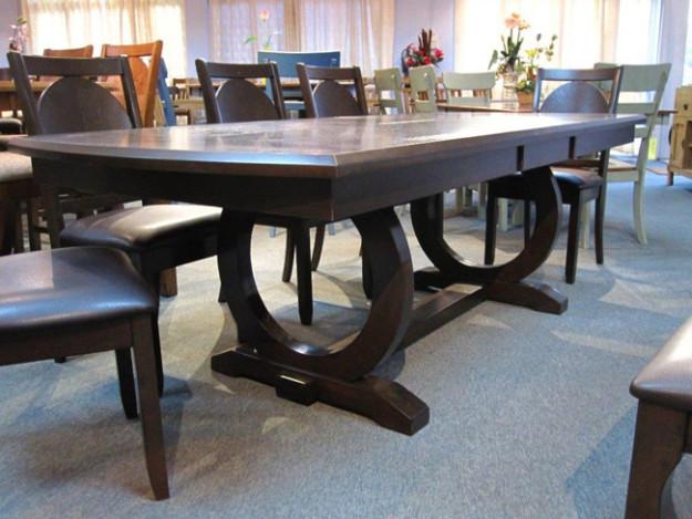 Обеденный массивный стол
