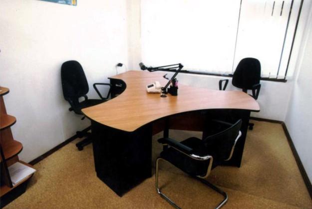Офисная мебель для троих человек