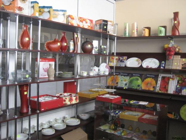Открытый стеллаж для декоративных товаров