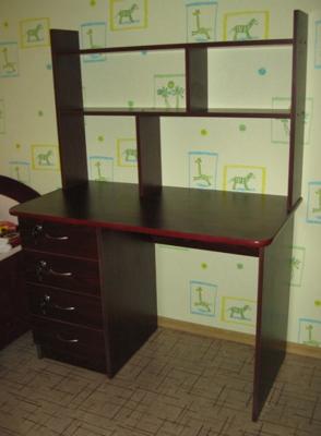 письменный стол с дополнительными полками с 10