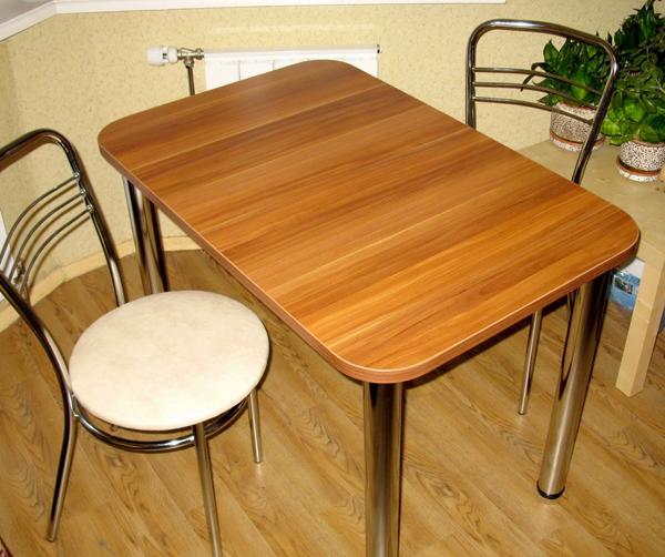 Практичный стол для кухни