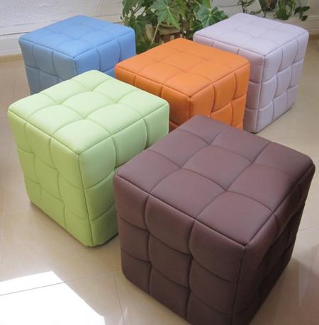 Пуфы разноцветные