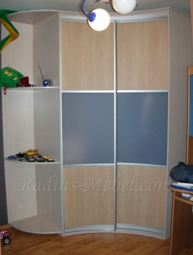 Радиусный шкаф-купе для детской