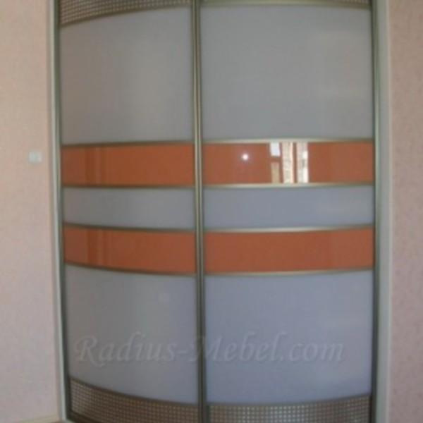Радиусный шкаф с оранжевой вставкой