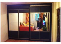 Шкаф-кровать с зеркальными вставками