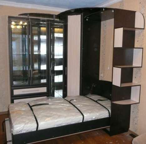 Шкаф-кровать с зигзагообразными полками