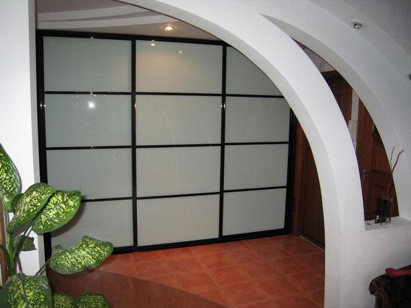 Шкаф-купе из матового стекла