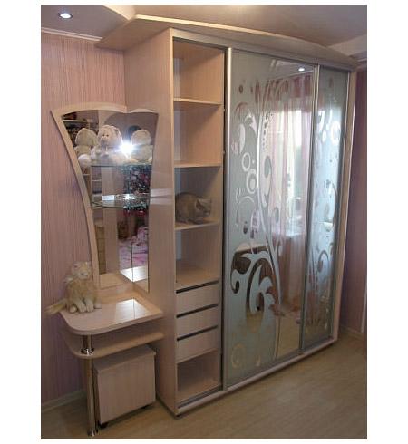 Шкаф купе с комодом и зеркалом